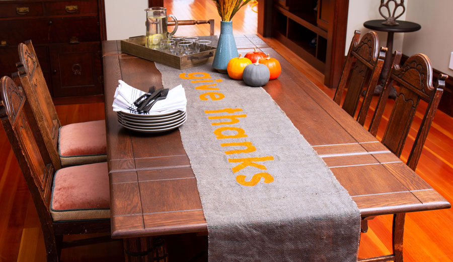 DIY No-Sew Thanksgiving Burlap Table Runner