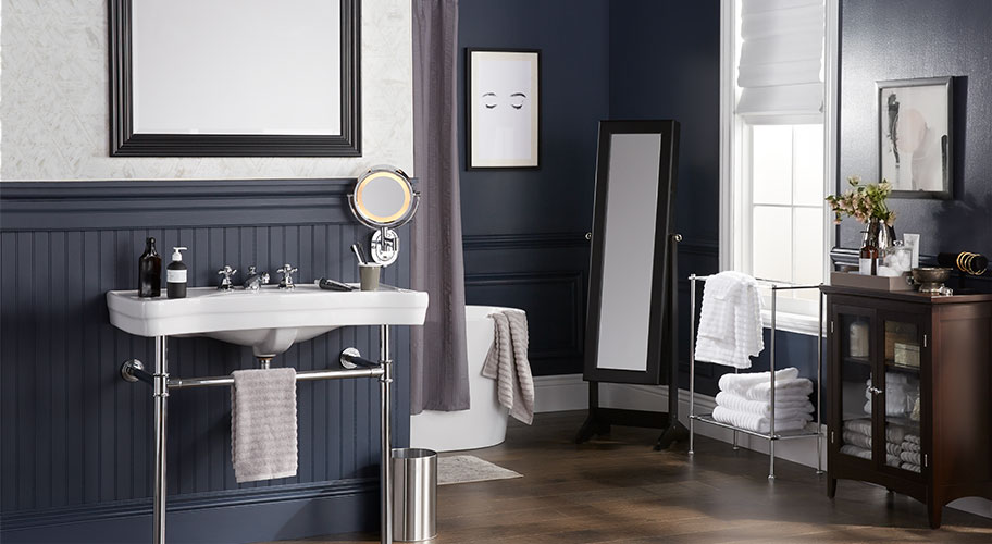A Mix Of Classic U0026 Contemporary, This Bath Sets A Good Example