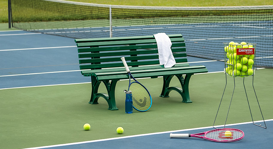 Advantage, you. Find super low prices on top-brand racquets—plus balls, bags, training equipment & more.