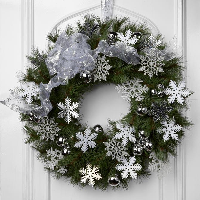 Christmas door wreath: sparkle snowflakes