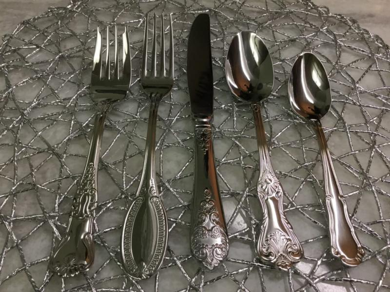 New Wallace 18//10 Stainless Flatware HOTEL LUXE Federalist Set 4 Soup Spoons