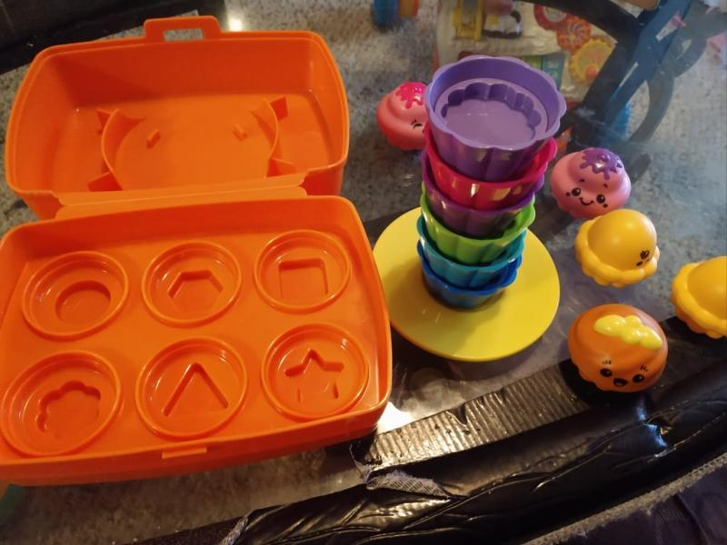 Tomy SHAKE AND SORT CUPCAKES Shape Sort Pretend Food Rattle Mix Match Fun BN
