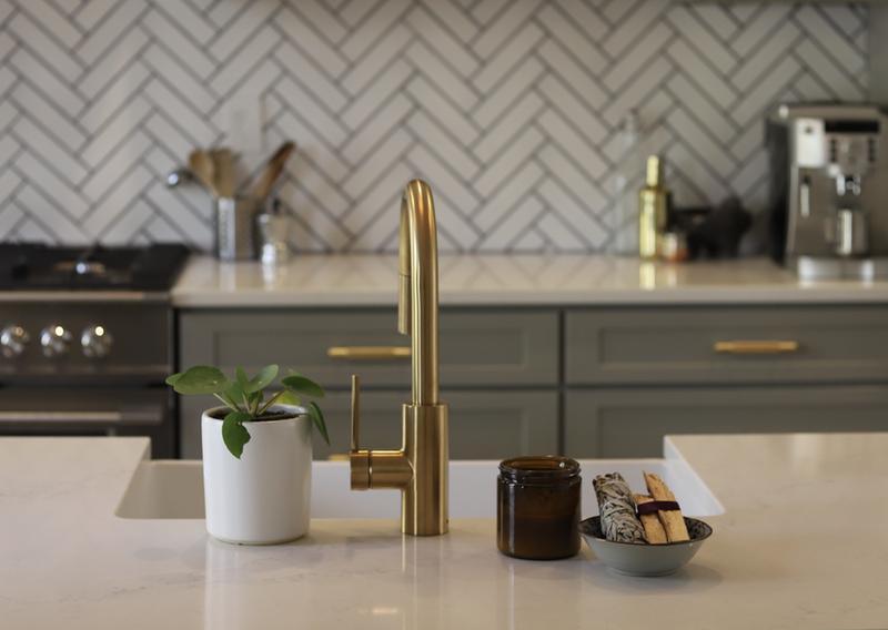 Kraus Oletto Single Handle Pull Down Kitchen Faucet In Gold Finish Walmart Com Walmart Com