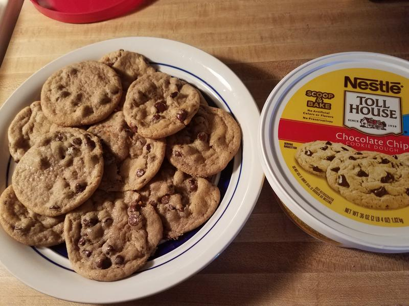 Nestle Toll House Chocolate Chip Cookie Dough 36 Oz Walmart Com Walmart Com