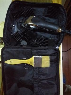 545b2f9ffb0 Wahl Deluxe Chrome Pro Home Haircutting Kit