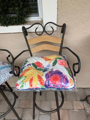 """The Pioneer Woman 16/"""" x 17/""""Dazzling Dahlias Quilted Chair Pad Multi-color Indoor"""