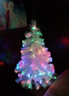 Holiday Time 32 Inch White Fiber Optic Tree 83 Tips With Continuously Changing Color