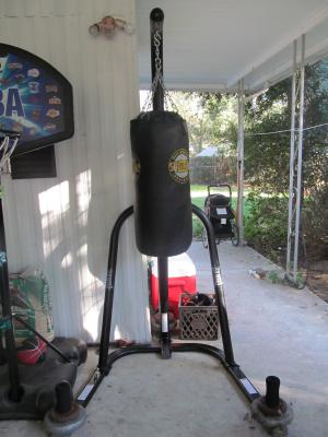 dfab45a71a5 Everlast Single-Station Heavy Bag Stand