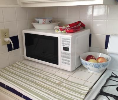 0 7 Cu Ft Black Microwave Oven