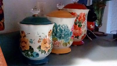 The Pioneer Woman Vintage Floral 10 Inches Canister W Acrylic Knob