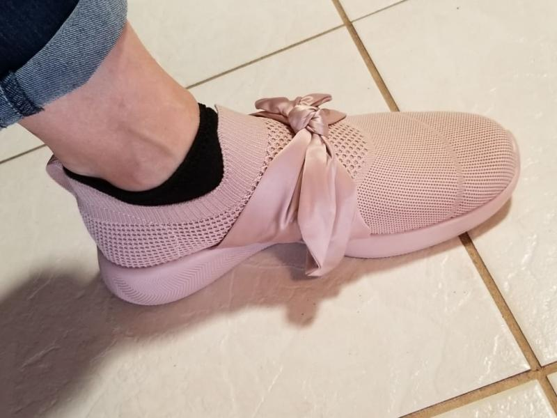 pink bow skechers