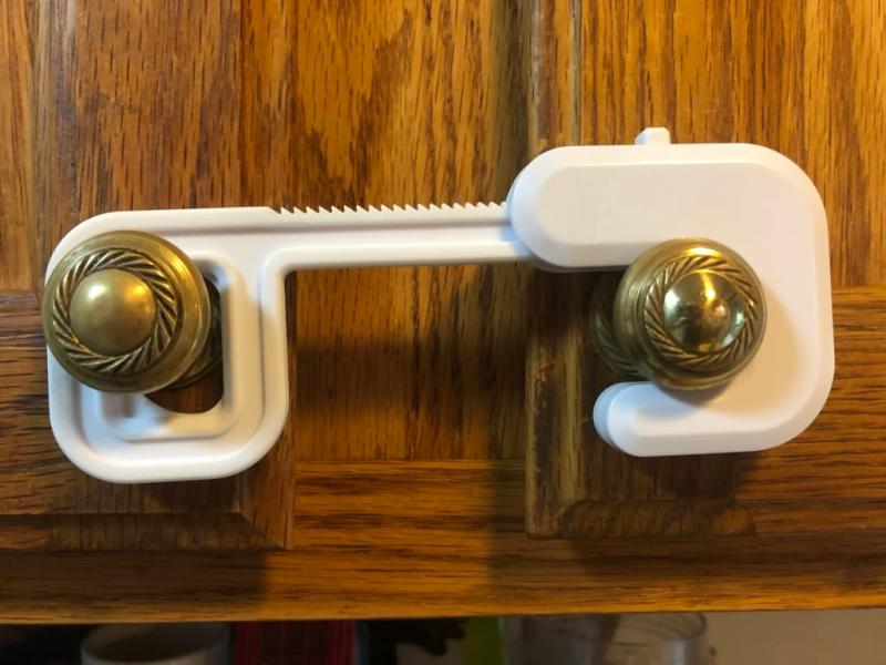 New Safety 1st Secure Mount Cabinet Lock Free Shipping 2 Count