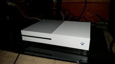 Error Code 914 Roblox Xbox Microsoft Xbox One S 1tb Minecraft Creators Bundle White 234 00655 Walmart Com Walmart Com