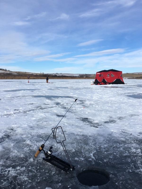Eskimo FatFish Insulated 7-9 Person Pop Up Ice Fishing Shanty Shack Shelter  Hut