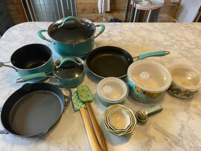 The Pioneer Woman Frontier Speckle 24 Piece Cookware Food Storage Combo Set Gray Walmart Com Walmart Com